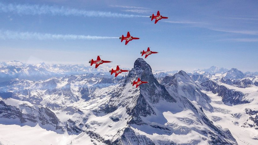Patouille Suisse - Swiss Air Force.jpg